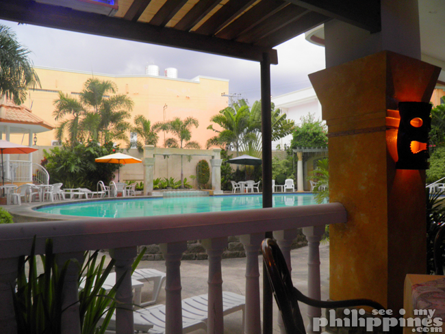 Pacific Breeze Hotel Restaurant Pool