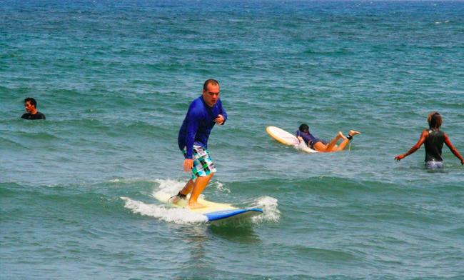 Surfista Travels Allen Surfing